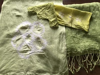 ウコンとクチナシブルーで染めた布小物