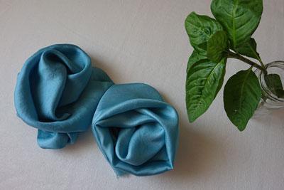 藍の生葉染めシルク