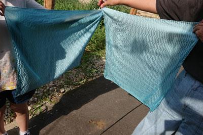 藍の生葉染めコットンシルクのハンカチ