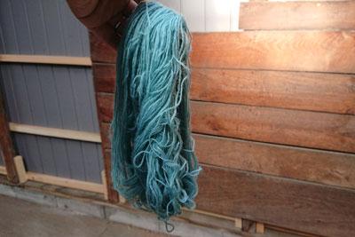 藍の生葉染め毛糸