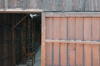 奉還町の裏倉庫の小屋外観