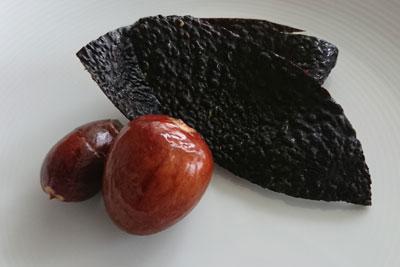 アボカドの皮と種